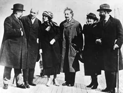 Einstein met president of Israel Chaim Weizmann in 1921.