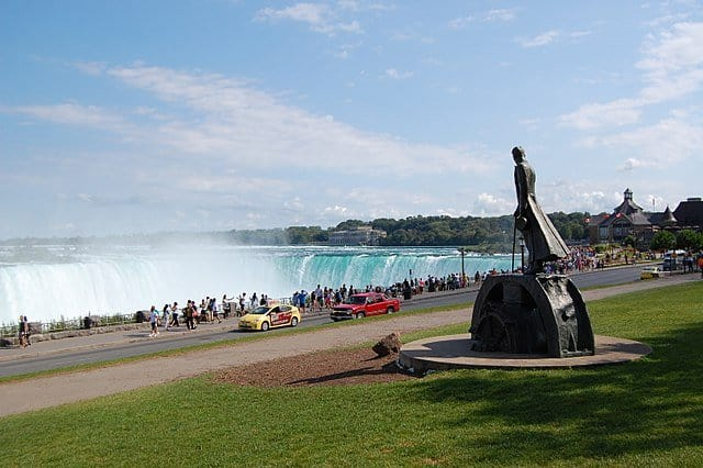 This image has an empty alt attribute; its file name is Tesla-statue-in-Niagara-Falls.jpg